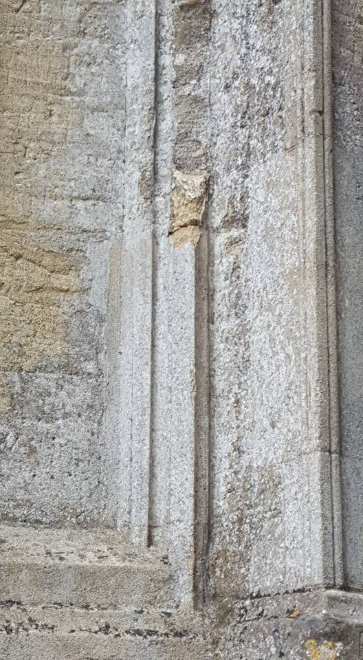 Damaged stone with apparent fresh break