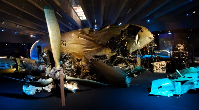 DC-3_wreck_at_the_Swedish_Air_Force_Museum_(starboard_propeller_and_front)